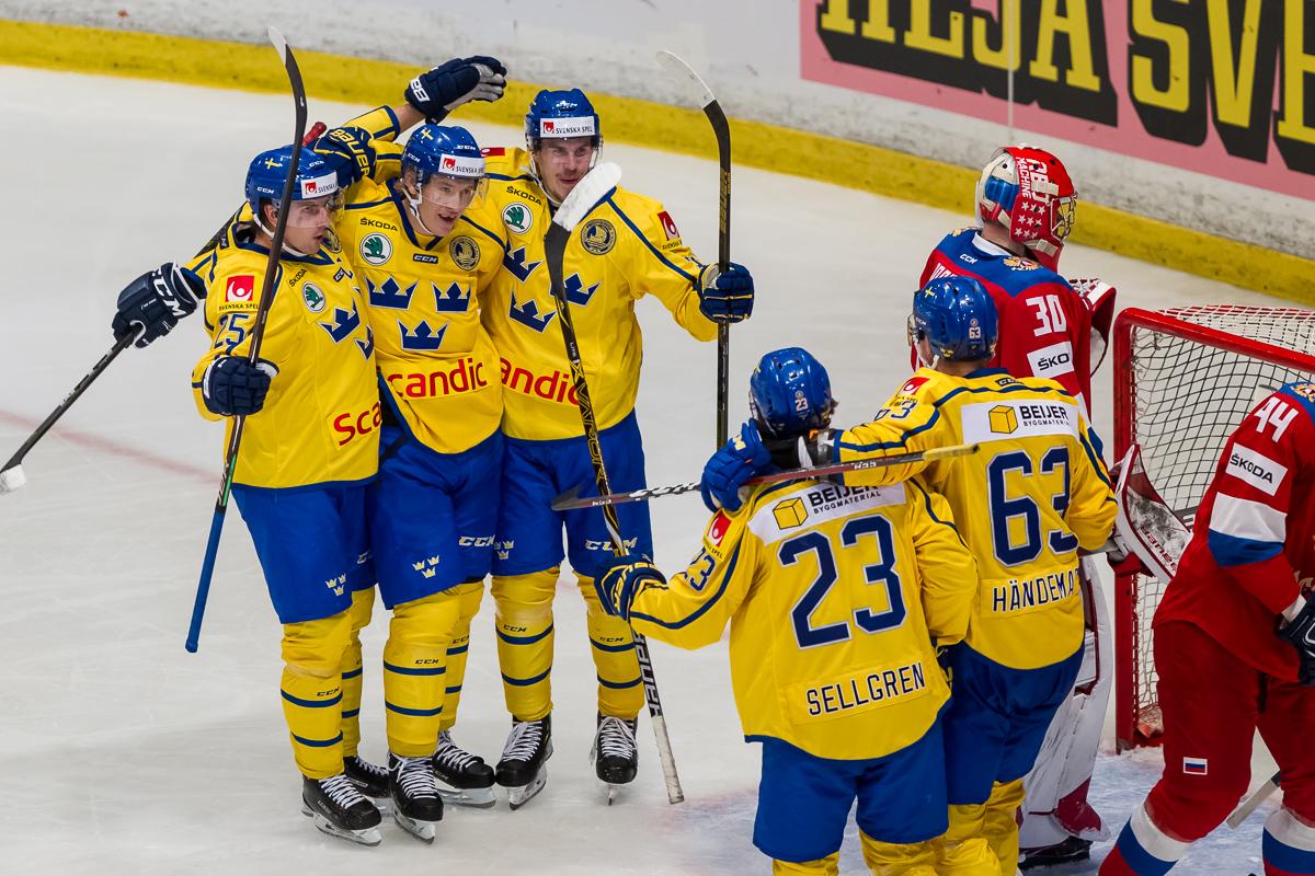 Švédové napravili úvodní zaváhání na domácím turnaji a porazili Rusko. Češi vítězní