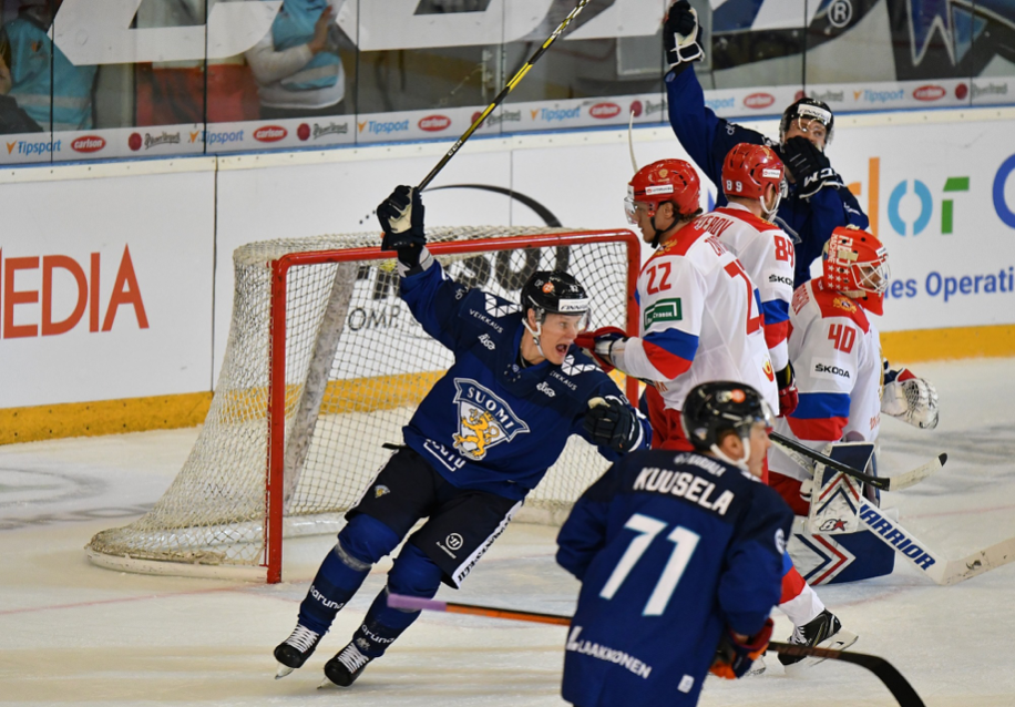 Finové porazili i Rusy a nakročili k prvenství v turnaji