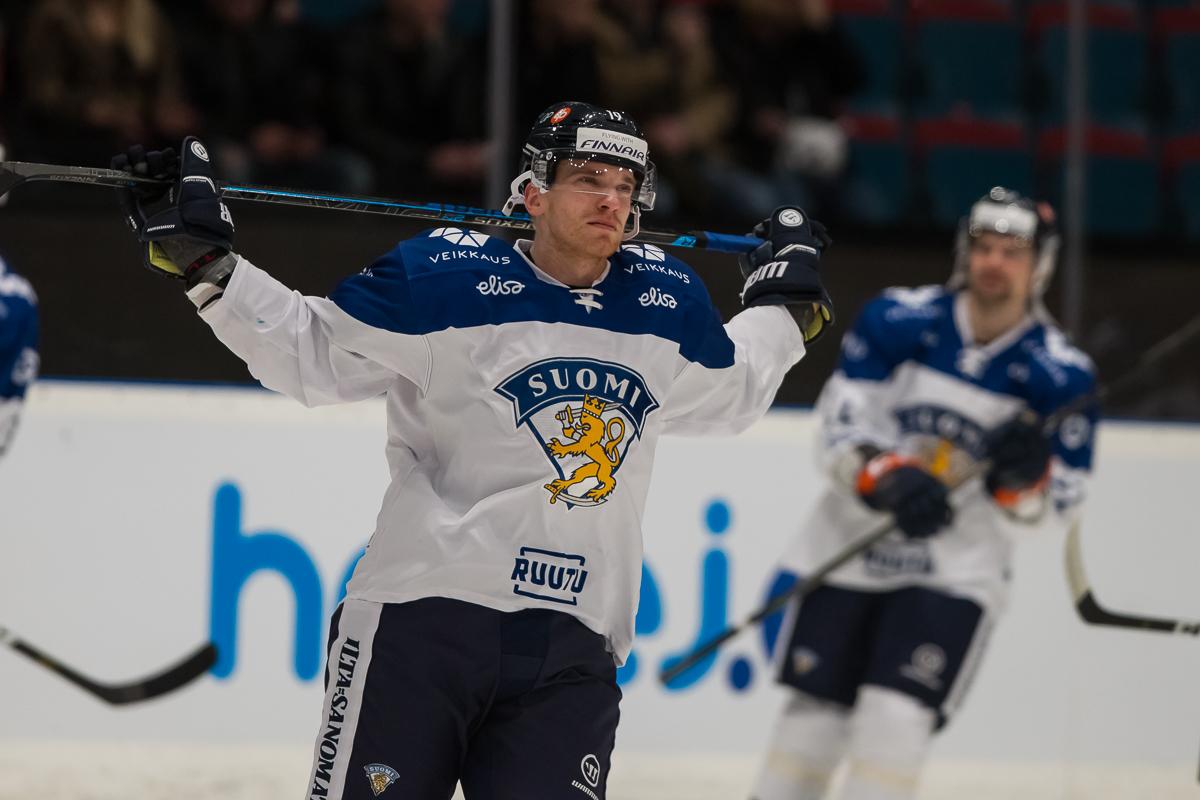 Finsko zdolalo na nájezdy domácí Švédsko 5:4. I přesto skončilo poslední. Tre kronor třetí