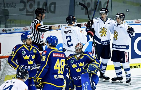 SWE – FIN 3:7: Severské derby rozlouskla kanonáda Finů